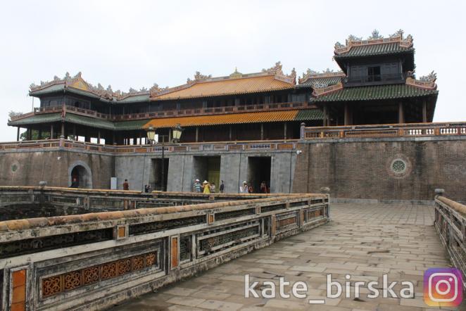 Ворота Нго Мон служили главным входом в Цитадель Хюэ