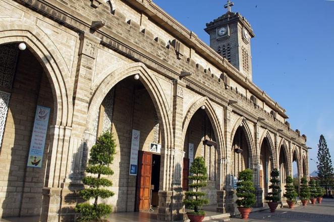 Католический собор, Нячанг