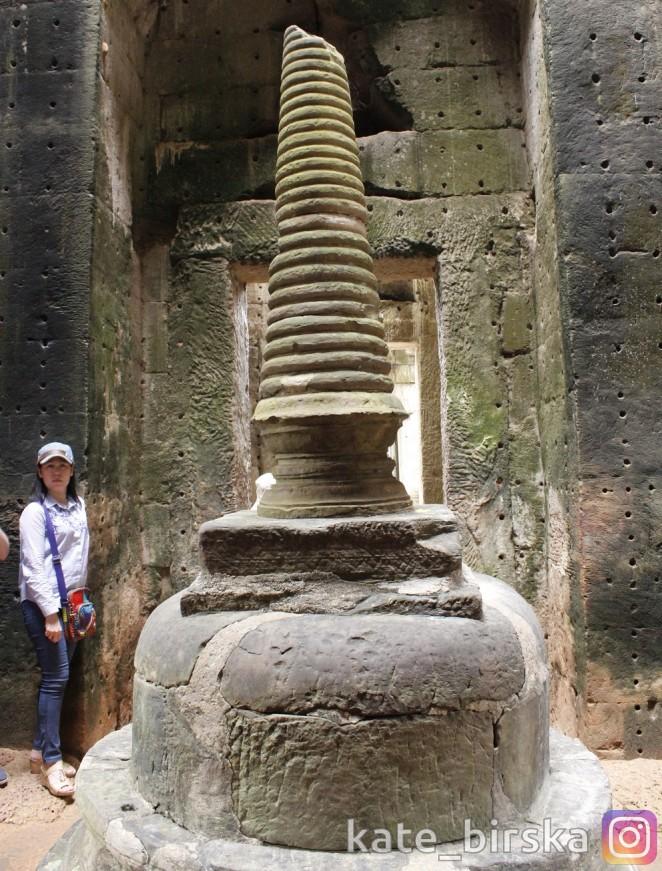 Небольшая ступа в центре храма Преа Кхан