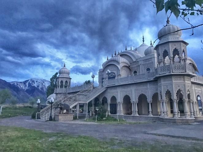Волонтерство в Индийском Храме Кришна в штате Юте