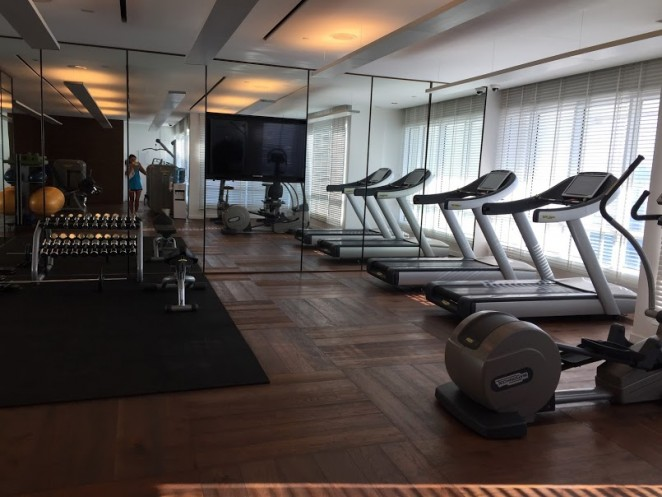 Тренажерный зал на 48 этаже