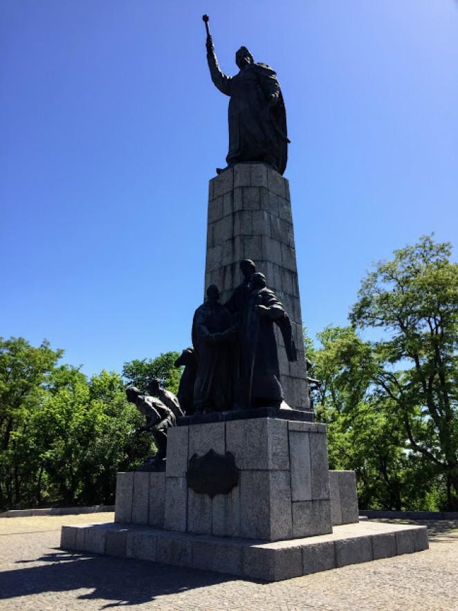 памятник гетману Богдану Хмельницкому