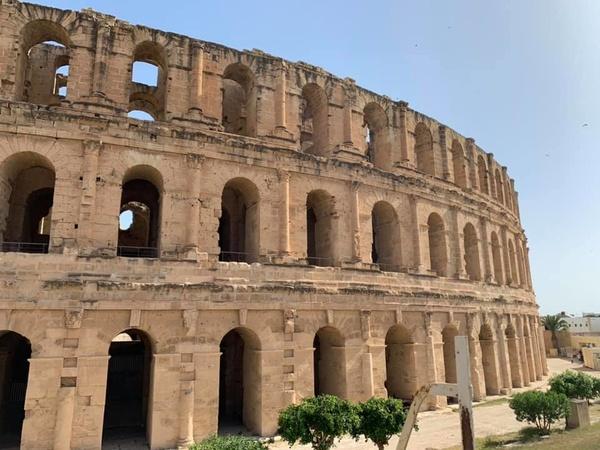 Древнеримский амфитеатр в Тунисе